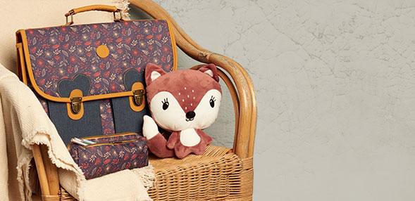 书包和文具袋